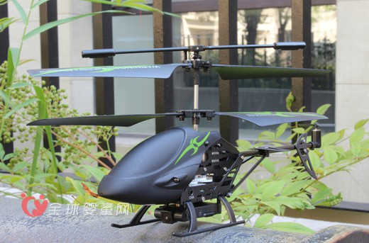 雅得遥控模型飞机  享用边玩边拍的趣味