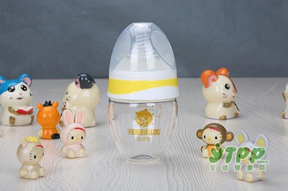 用奶瓶喝奶吸的全是空气 这让宝宝情何以堪?