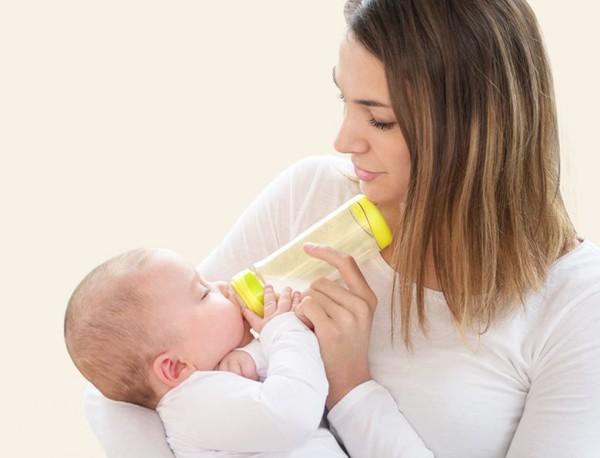 亲亲我Kidsme新生儿PPSU感温奶瓶 帮助妈妈轻松解决喂奶温度烦恼