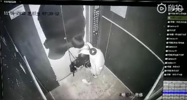 抚州一位小男孩拿雨伞卡电梯玩耍险被带飞   电梯使用安全须知