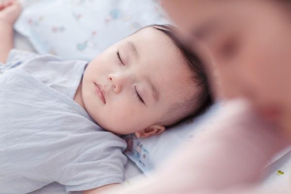 宝宝为什么会喜欢趴着睡?妈妈要不要纠正宝宝的睡姿?