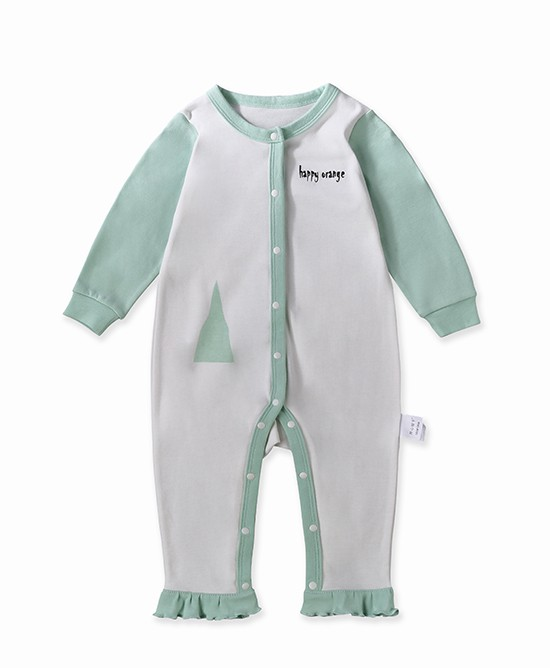 宝宝是很娇嫩的,所以给宝宝选衣服是一件重要的事,妈妈们可要注意啦