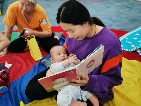 """国泰御玺儿:从0岁开始,""""亲子共读""""的高质量的陪伴"""