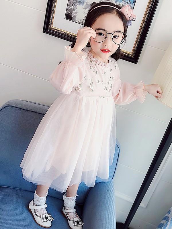恭贺:湖南湘潭龙婷与伟尼熊童装品牌成功签约合作!