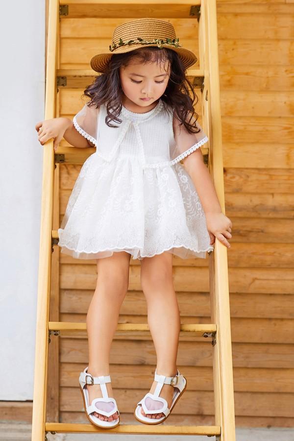 小女孩穿蛋糕裙好看吗   拍幼儿园毕业照这样穿肯定吸睛