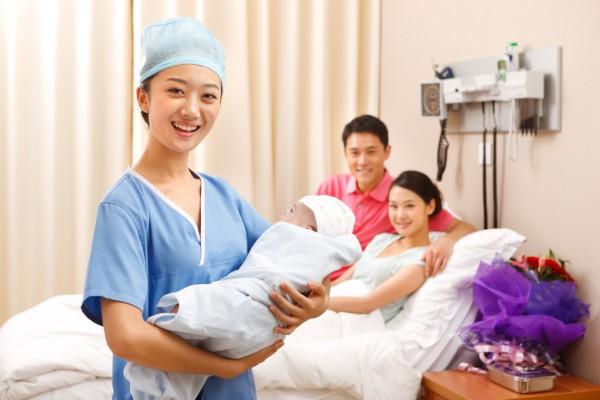 母婴经济爆发的背后:要价2万的月嫂预约到2020年