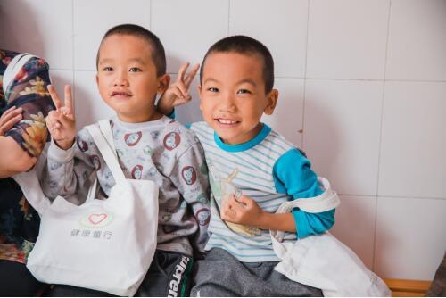 """助力贫困儿童免疫规划,""""约苗""""健康公益走进大凉山"""