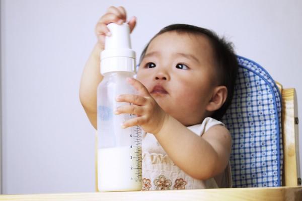 康宝瑞奶粉·营养丰富  科学喂养促进宝宝的健康成长