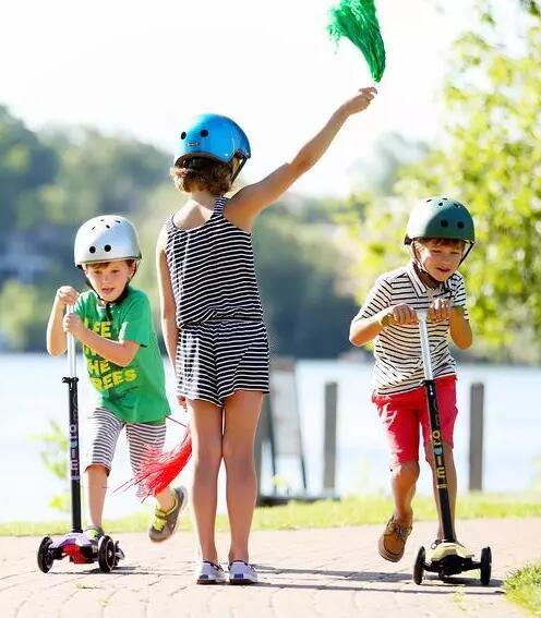 谁说滑板车是一个人的运动?你还不知道可以这样玩吧