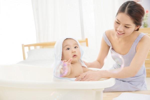 爱唯他洗沐二合一提醒家长:冬天给宝宝洗澡的4大误区要知道