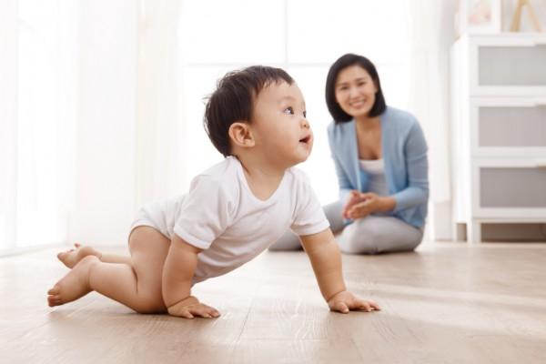 幼儿多爬有什么好处?  幼儿爬行的注意事项