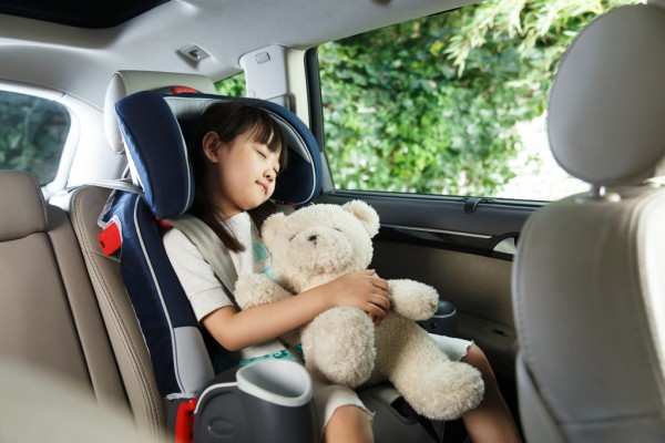 """2岁女童反锁车内在引导下成功自救  这些""""救命要诀""""一定要教孩子"""
