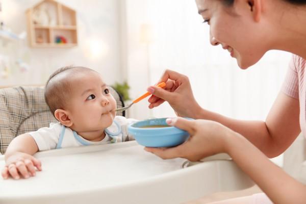 宝宝几个月可以吃面条   吃面条有哪些好处呢   甄育营养蔬菜面