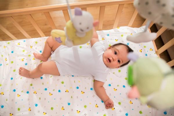 宝宝精力太旺盛不睡午觉正常吗   有何哄睡妙招请看这里