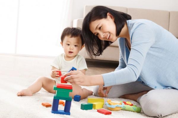 婴儿玩什么益智玩具,1岁以下益智玩具推荐!