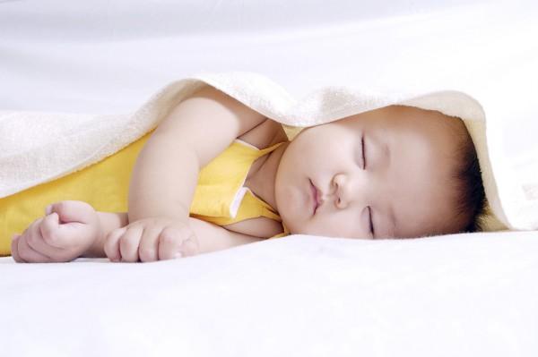 宝宝为什么会枕秃,到底是缺钙还是睡姿的原因?