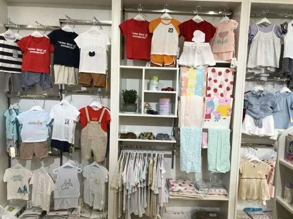 童装店如何布局展示更吸引人流 文嘉君展柜给你与众不同的展示效果