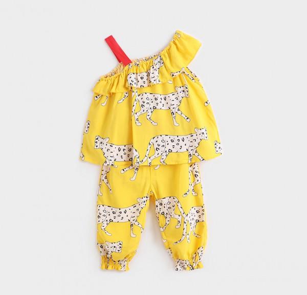 夏天给宝宝选购衣服   马克珍妮2020新款女童薄款吊带套装夏日清凉组合·清新又俏皮