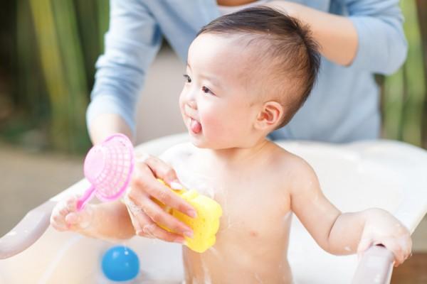 夏季带孩子去游泳要注意什么   游泳安全知识家长要知道