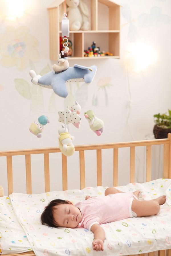奶睡對寶寶有這些不好的影響  媽媽們要注意了哦