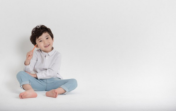 幼儿沉迷电视的危害  影响视力的同时这点更甚