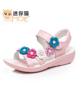 女孩带花朵公主鞋
