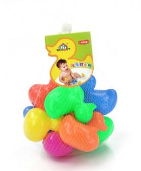 婴儿欢乐戏水鸭