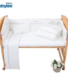 婴儿床上用品套件