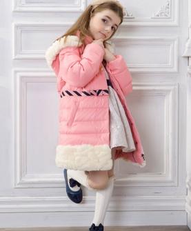 女童粉色长宽羽绒服