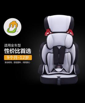 浅灰色安全座椅