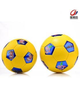 小学生比赛训练足球