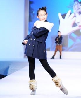 时尚女童秋冬套