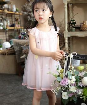 衣童盟粉色雪纺连衣裙