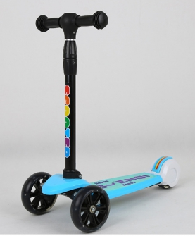 折叠闪光踏板车