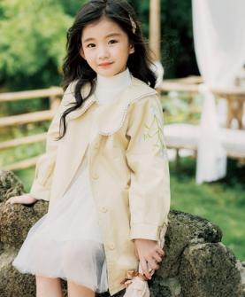 淡黄色公主风衣
