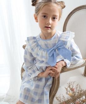 蓝色格子连衣裙