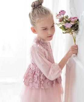 粉色印花连衣裙