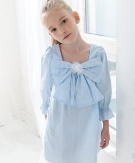蓝色领结连衣裙