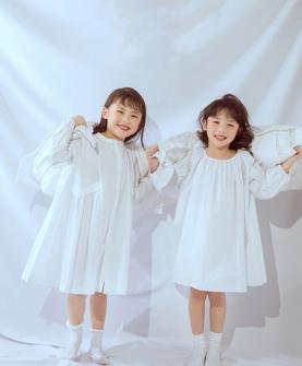圆领白色连衣裙