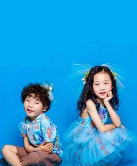 蓝色连衣裙网纱