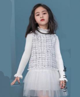 白色针织连衣裙网纱
